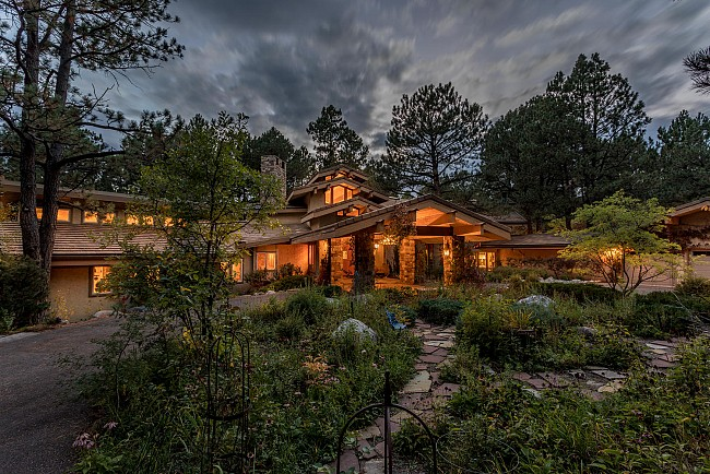 Luxurious and Artistic Ranch in Castle Pines!
